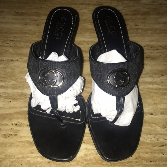 66bea2b95fbc3 Gucci Shoes - Gucci tong sandels